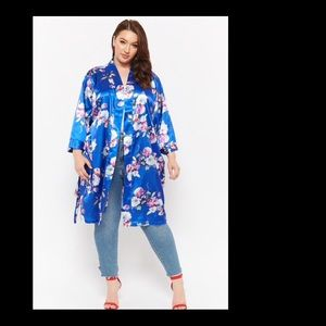 🎉Host Pick🎉Blue floral satin robe